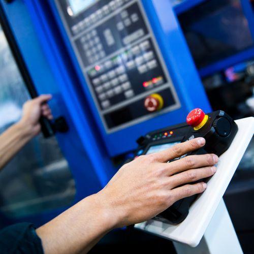In den Händen industrieller Automation